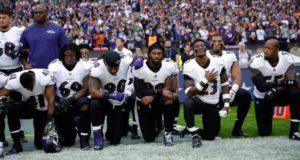 Trump pide un boicot contra la NFL por permitir que jugadores que se hinquen durante el himno