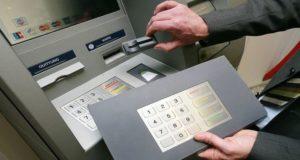 Si el cajero se quedó con tu dinero sigue estos consejos prácticos para tratar de recuperarlo y verificar que no haya modificaciones físicas en los cajeros.