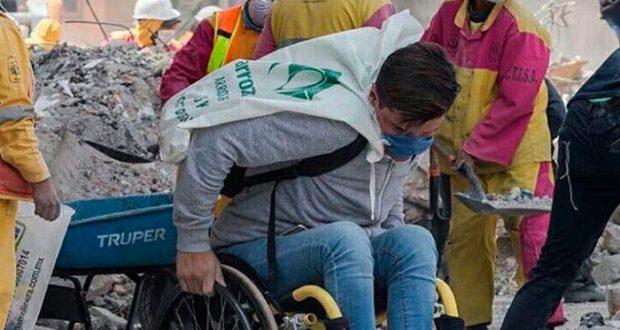 Eduardo: el voluntario en silla de ruedas que inspiró a cientos de mexicanos