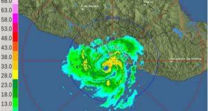 Max ya es huracán categoría 1; amenaza las costas de Guerrero y Michoacán