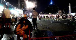 tiroteo en Las Vegas: 50 muertos y más de 200 heridos [VIDEO] Noche de pesadilla se vivió en un festival de música country en el Strip de Las Vegas cuando un hombre abrió fuego asesinando al menos 50 personas y dejando heridas a más de 200. Estados Unidos.- Las Vegas va despertando de una de las peores pesadillas de su historia, con un tiroteo registrado la madrugada del lunes 02 de octubre que dejó el mayor número de víctimas por atentado similar en el país.