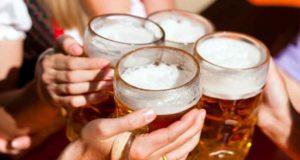 Investigadores localizan el ingrediente de la cerveza que genera el sentimiento de felicidad