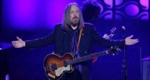 Hospitalizan al cantante Tom Petty después de sufrir un ataque cardíaco