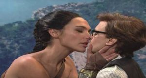 Gal Gadot graba una parodia de Wonder Woman donde la heroína besa a una mujer [Video]