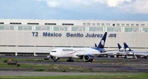 Bajan tarifas de vuelos y benefician a pasajeros pero aerolíneas no están contentas con esta situación derivada de nuevas regulaciones en el AICM.