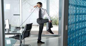 Realiza una rutina de ejercicio en tu oficina de manera simple mientras realizas tus labores diarias y mejora tu salud y tu estado de ánimo.