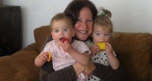 Ellie Lavi y gemelos