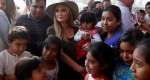 Paris Hilton visita a damnificados por el 19-S en Xochimilco