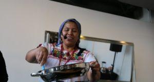 Cocineras purépechas muestran en Canadá por qué la cocina mexicana es patrimonio de la UNESCO