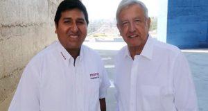 AMLO da apoyo a maestro rural como virtual candidato de Morena en Yucatán