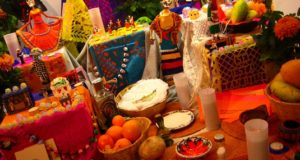 Colocan una ofrenda dedicada al pulque en el Foro Moctezuma de la CDMX