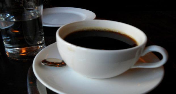 La cafeína puede tener el efecto contrario que buscan aquellos que beben café por las mañanas.