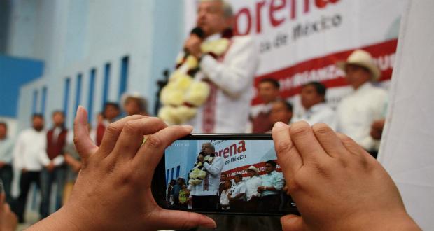 Obrador promete apoyos a floricultores de ganar la Presidencia