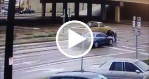 Sufre dos accidentes en menos de un minuto y sale ileso [Video]