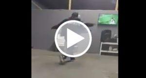 Destroza su televisión con un martillo por penal fallado del Monterrey [Video]
