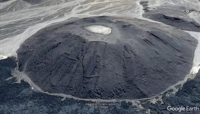 estructuras de piedra que semejan puertas y que fueron descubiertas en Arabia Saudita