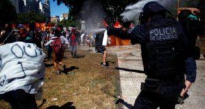 Argentina vive jornadas violentas contra reforma a pensiones de Macri