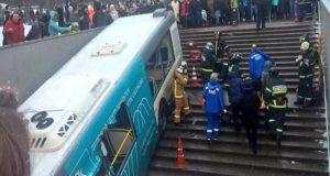 Autobús embiste a multitud en Moscú; se reportan cinco fallecidos