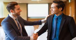 Conoce el potencial que tiene la gratitud en el ámbito laboral y como mejora las relaciones interpersonales, crea lazos de lealtad y de colaboración.