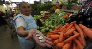 7 millones y medio de mexicanos sobreviven con un salario mínimo que no cubre costo de canasta alimentaria