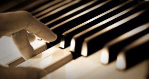 piano y manos