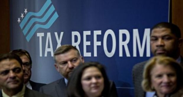 Reforma fiscal de Estados Unidos es un hecho consumado y preocupa a México ya que el peso se devalúa y las inversiones futuras corren peligro.