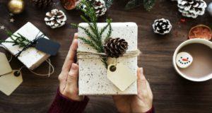 Aquí te presentamos algunas ideas para obsequios navideños para los abuelos, que nos han dado años de amor y buenos momentos.