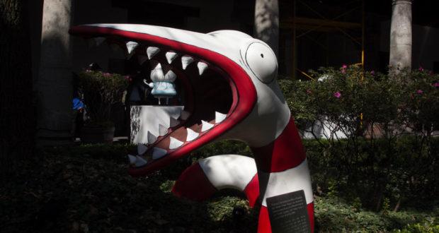 """El cineasta y artista Tim Burton estará este 5 de diciembre en nuestro país, ofreciendo una firma de autógrafos previa a la apertura de su exposición """"El Mundo de Tim Burton"""" en el Museo Franz Mayer, en CDMX."""