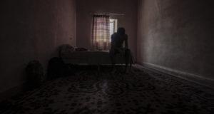 Estudios aseguran que cuanto más sola se siente una persona más probabilidades tiene de presentar síntomas depresivos.