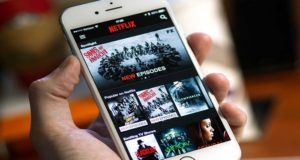 Analistas ven factible que Apple intente comprar a Netflix