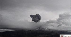 Autoridades reportan y graban explosión del Popocatépetl [Video]