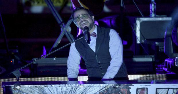 El músico mexicano entró en una acalorada discusión tras responder a una encuesta sobre su música; su posición como embajador del programa de la ONU está bajo revisión.