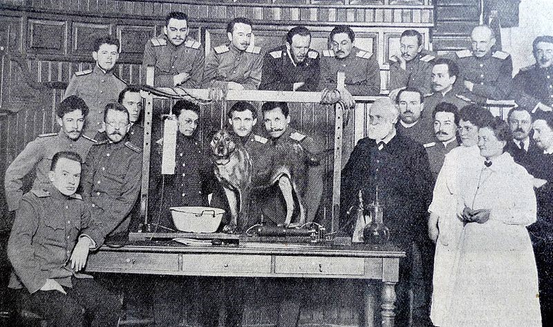 Pavlov presentando sus experimentos