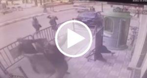Policía se convierte en héroe al atrapar a niño que cayó de tres pisos de altura [Video]