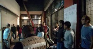 Dos profesores de la UNAM denuncian robo en el Metro, pero son detenidos por policías