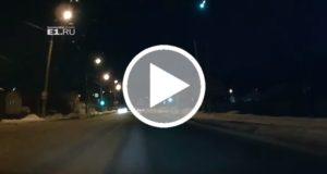 Turistas graban una bola de fuego azul sobrevuela los Montes Urales [Video]