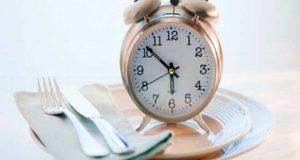 Estudio indica que comer despacio sí tendría impacto en bajar de peso