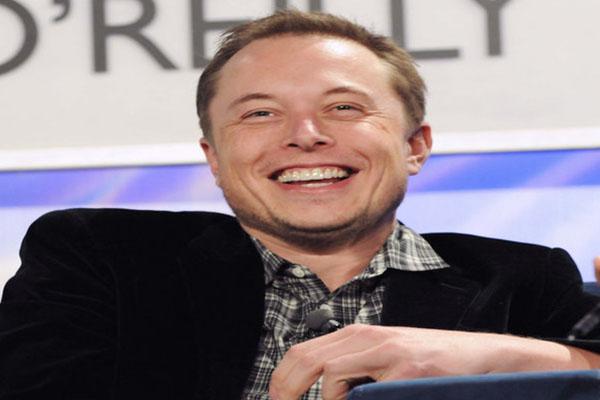 Elon Musk se une al movimiento #DeleteFacebook y cierra las páginas de Tesla y SpaceX de la red social
