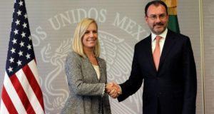 Relación México y Estados Unidos se fortalece con la firma de tres acuerdos de cooperación aduanal, además de que la secretaria de Seguridad Interna del país vecino, aseguró que colaboran para combatir el tráfico de armas y de drogas entre ambos países.