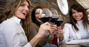 Compuesto del vino tinto ayuda a prevenir caries y la enfermedad de las encías