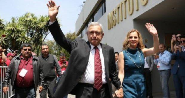 Morena pide a INE y PGR investigar operaciones de Cambridge Analytica en México