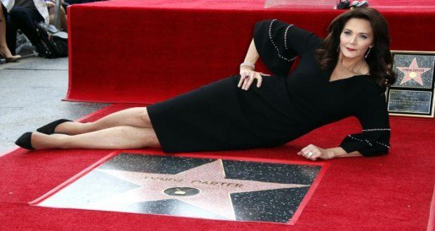 Mujer Maravilla, Lynda Carter, recibe estrella en el paseo de la fama de Hollywood