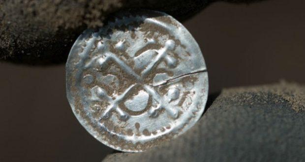 Descubren tesoro vikingo enterrado desde hace mil años