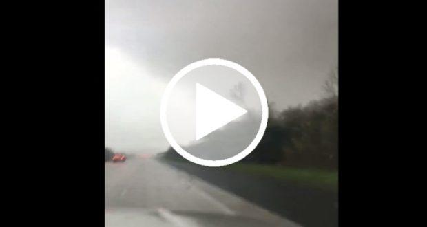 Graban el momento en que una pareja atraviesa un tornado