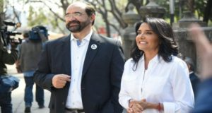Alejandra Barrales suma al al ex ombudsman de la capital Emilio Álvarez Icaza a su equipo de campaña para atender temas de derechos humanos.