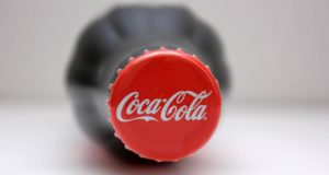 Video: Encuentra rata dentro de Coca Cola y lo comparte en redes sociales