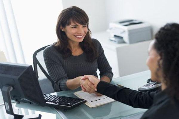 Contratar empleados adecuados puede ser clave para que tu negocio crezca, sobre todo cuando se trata de proyectos que apenas comienzan a consolidarse en el mercado.