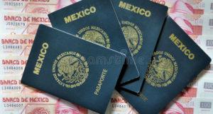 pasaporte y dinero mexicanos