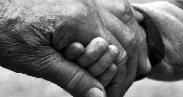 abuelitos de la mano