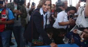 La candidata por el partido Unidad Nacional de la Esperanza (UNE), Sandra Torres, se perfila como la ganadora de la primera vuelta de laselecciones presidenciales de Guatemala